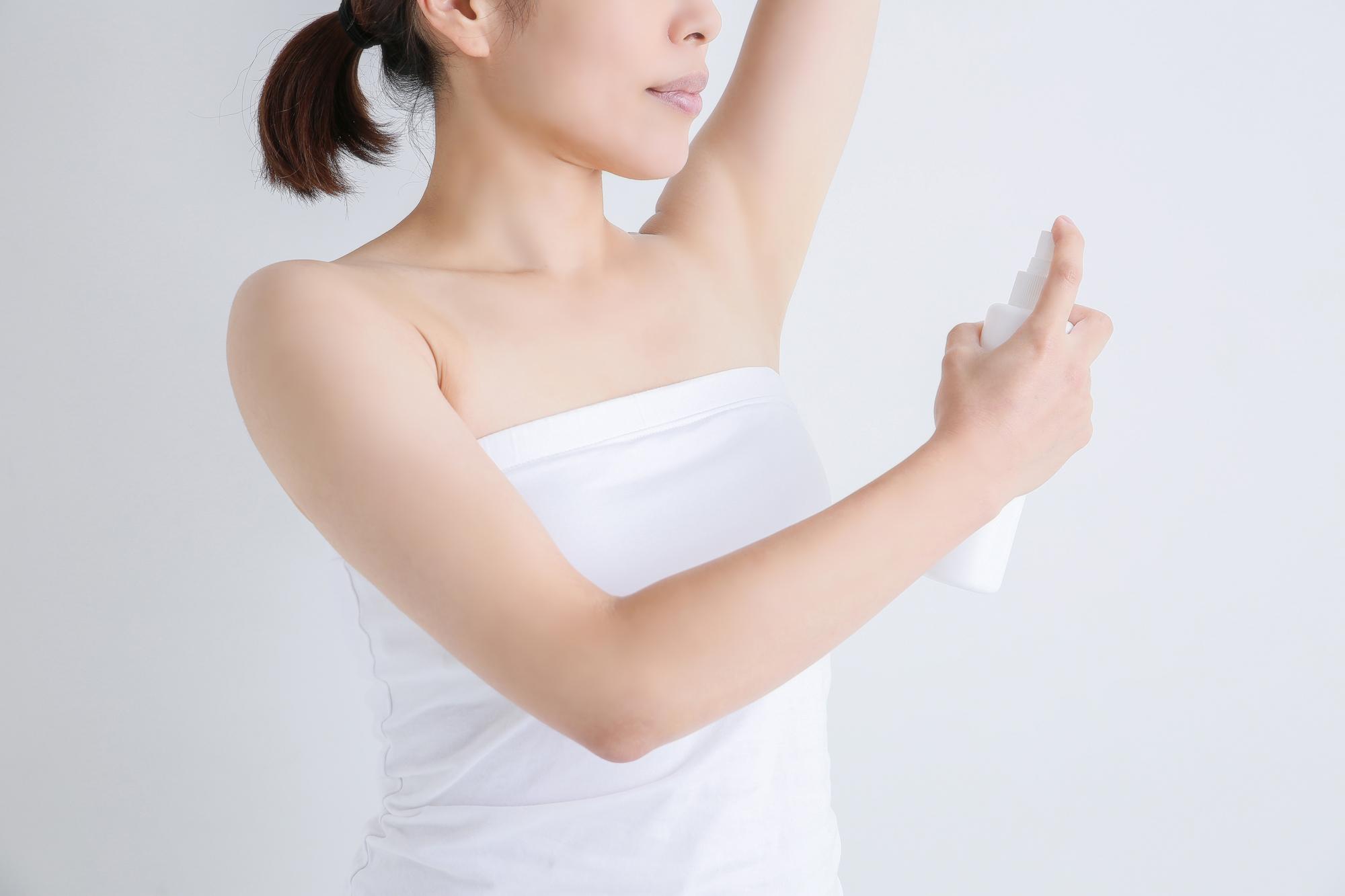 とりあえず制汗剤、は危険!選び方や使い方、食べ物に注意した汗ケアをしよう